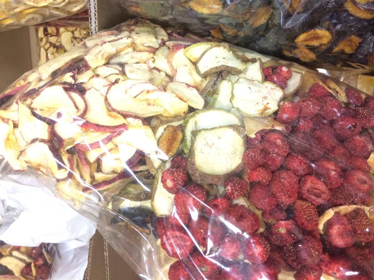Вяленые, сушеные, сублимированные ягоды фрукты.