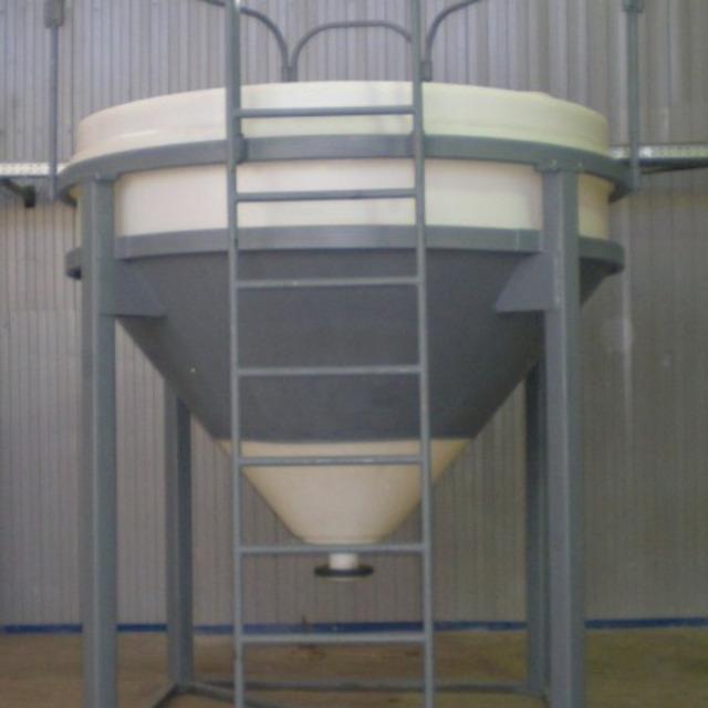 Бункер пластиковый 3000 л конусообразный для муки,зерна