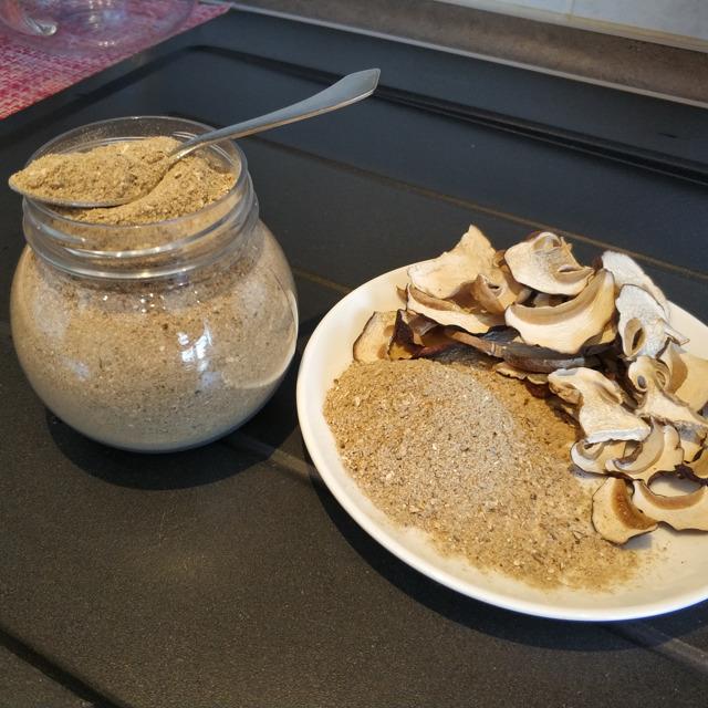 Приправа из белых сушеных грибов (порошок,грибная мука)